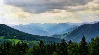 山塊と森林